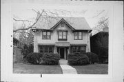 2422 E NEWBERRY BLVD, a Arts and Crafts house, built in Milwaukee, Wisconsin in 1908.
