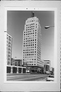 606 W WISCONSIN AVE, a Art Moderne large office building, built in Milwaukee, Wisconsin in 1929.