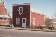 280 N MAIN ST, a Astylistic Utilitarian Building mill, built in Iola, Wisconsin in 1862.