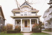 1027 WASHINGTON AVE, a Queen Anne house, built in Oshkosh, Wisconsin in 1904.