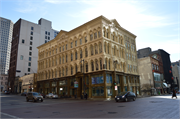 205 E WISCONSIN AVE, a Italianate retail building, built in Milwaukee, Wisconsin in 1860.