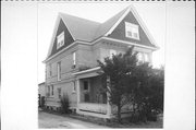 224 W PLEASANT ST, a Queen Anne house, built in Portage, Wisconsin in 1904.