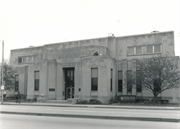 1635 W NATIONAL AVE, a Art Moderne small office building, built in Milwaukee, Wisconsin in 1937.