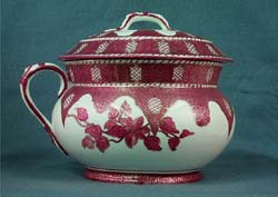 Decorated chamber pot with lid